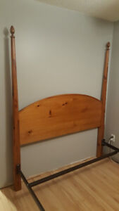 Bed queen size, 4 post, solid pine