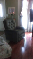 Lazyboy power recliner lift chair