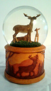 TWINKLE Whitetail deer family SNOWGLOBE 100MM MUSIC BOX London Ontario image 2