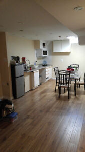 FURN APT FOR FEMALE UTM STUDENT IN TOWNHOME DEC 1