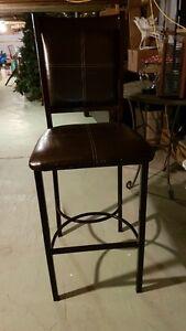 Plusieurs chaises, fauteuils, stools (chaises hautes) a vendre