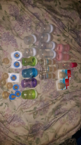 Selling various bottles and nipples (avent,mam,emfamil)