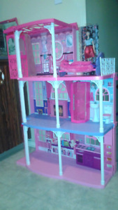 Huge barbie doll house great condition