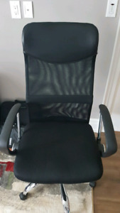 Gently Used High Back Mesh Office Chair in Excellent Condition