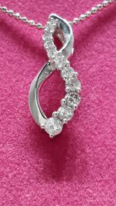 14KT WHITE GOLD CRISS - CROSS DIAMOND PENDANT