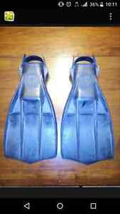Aqua Lung  US Divers Rocket Fins $ 30.   250 981 3532