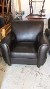 bonded leather arm chair in good cond