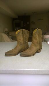 LADIES WESTERN BOOTS SIZE 8