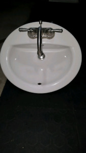 Vanity oval sink and faucet