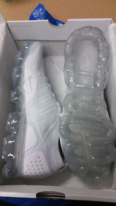 nike vapormax triple white mens size 11 brand new