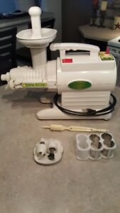 Green Star Twin Gear juicer and food processor