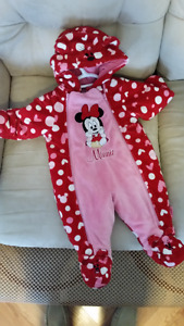 Very cute Minnie Mouse snowsuit (Size: 6 mth)