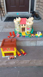 VINTAGE FISHER PRICE FAMILY PLAY CASTLE & FIRE STATION