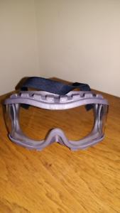 Lab goggles  &  lab coat (M)