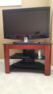 """MOVING SALE: 32"""" TV"""