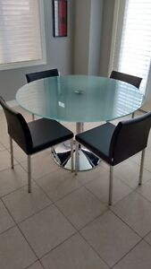 Contemporary Glass and Chrome table with 4 black Chairs Oakville / Halton Region Toronto (GTA) image 1