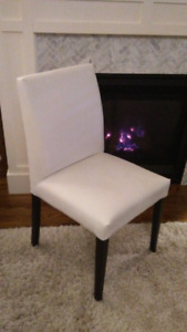 Set of 4 dining chairs - like new