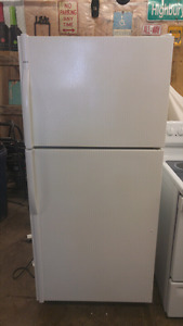 ENERGY Efficient FAMILY Sized 19 cu.ft. KENMORE.... LIKE NEW!!