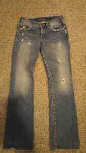 """Francis 17"""" silver jeans size 28/34 London Ontario image 1"""