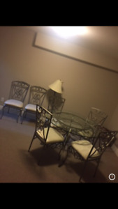Dining Table Set - Excellent Condition!