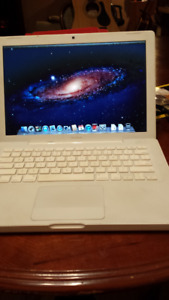 2008 mac laptop with accessories