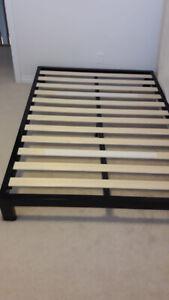 Bed Frame Full Zinus Metal Platform 2000 - Walmart NEW !!!