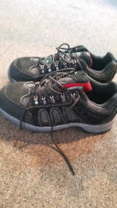 KODIAK work shoes ..certified. Brand new...Universal