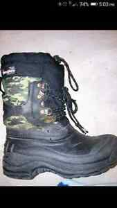 Size 13 boys winter boots.