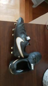 Nike size 11 soccer cleats velcro