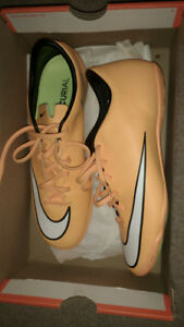 New Nike indoor soccer shoes sz 9