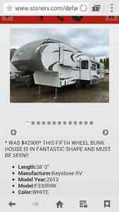 Immaculate 2013 Keystone Cougar fifth wheel