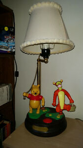 AMAZING VINTAGE MOVING,TALKING,SINGING WINNIE THE POO LIGHT!!!!!