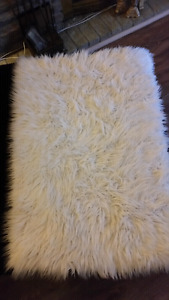 Faux sheep skin white rug 2x3