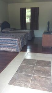 SUPERIOR DELUXE ROOMS WITH KITCHENETTES AT THE COLONIAL INN Peterborough Peterborough Area image 7