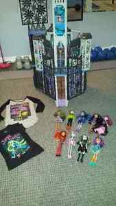 monster high house, dolls and two shirts Peterborough Peterborough Area image 1