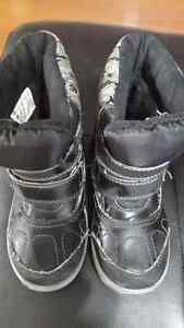 snow boots for sale Windsor Region Ontario image 1