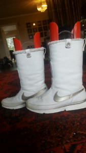 Women size 9 Nike Air all leather winter boots