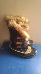 Size 9 boots $5