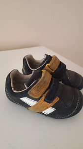 Clarks first shoes size 5.