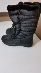 Boots like new condition size 8 and 9