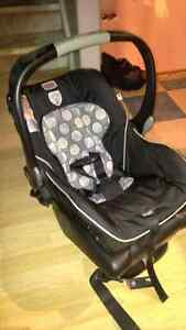 Britax B safe infant carseat and base