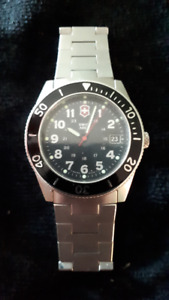 MEN'S SWISS ARMY DIVE WATCH LIKE NEW WITH BOX