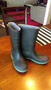 Rubber boots size 4 youth Kitchener / Waterloo Kitchener Area image 1