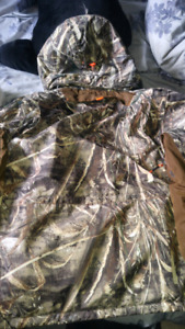 New winter hunting realtree coat med $150