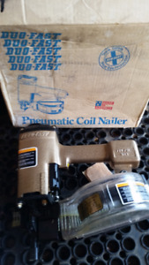 Duo-fast Pneumatic Coil Nailer w two boxes of nails DCN-225/60