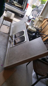 Laminate counter top with sink