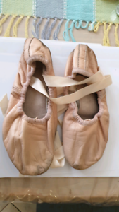 Block ballet shoes 3.5B - 21cm Windsor Gardens Port Adelaide Area Preview