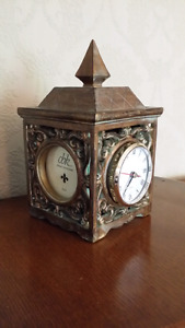 Clock with 3 pictures holder vintage looking