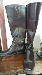 Beautiful Women's Leather Boots in Good Condition!