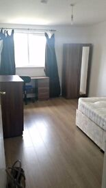 Large Room to rent in a Duplex Three Bedroom apartment